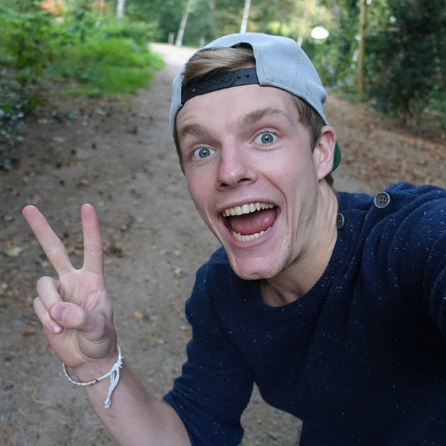 Enzo Knol earned a  million dollar salary - leaving the net worth at 1 million in 2018